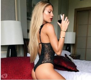 Laurelle escort masseuse Franqueville-Saint-Pierre, 76